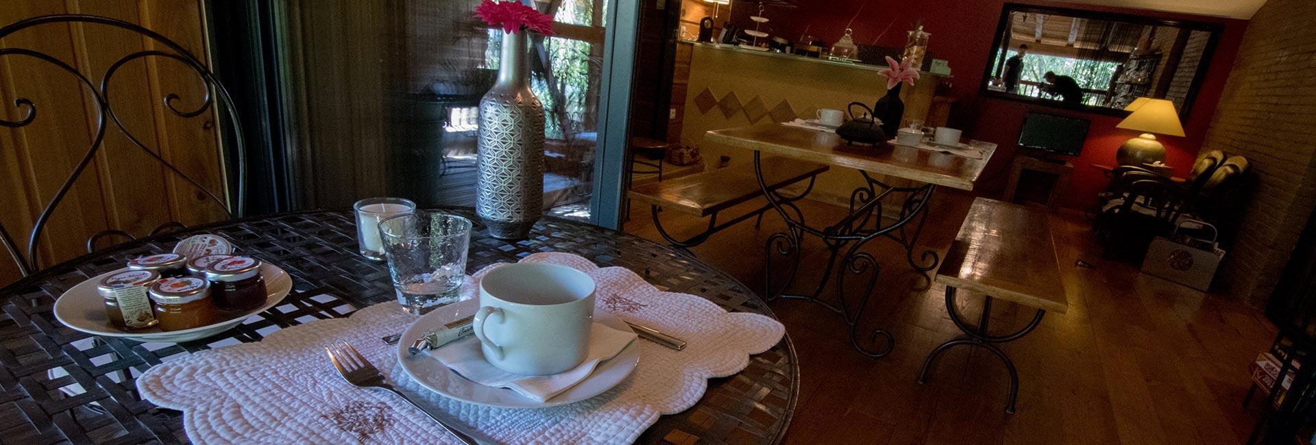 Espace détente et petits-déjeuners en terrasse